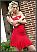 Zgodna plavuša i crvena haljina