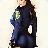 Žene u policijskoj uniformi