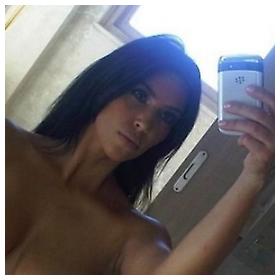 Kim Kardashian gola ispred ogledala