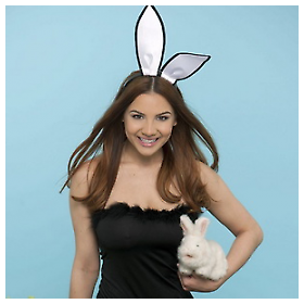 Lacey Banghard Vam želi sretan Uskrs
