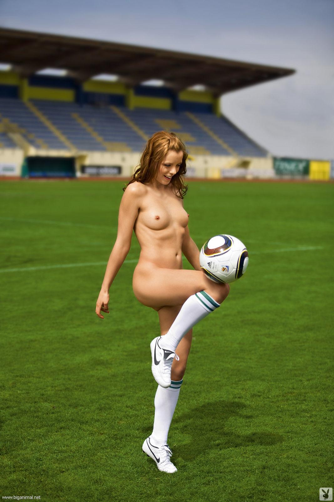 Голыя Футболистка Фото
