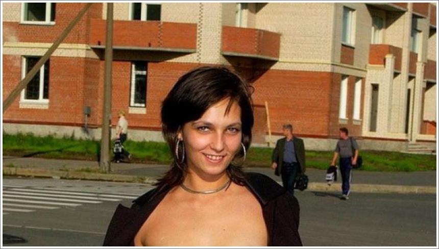 Gole djevojke na javnim mjestima №13