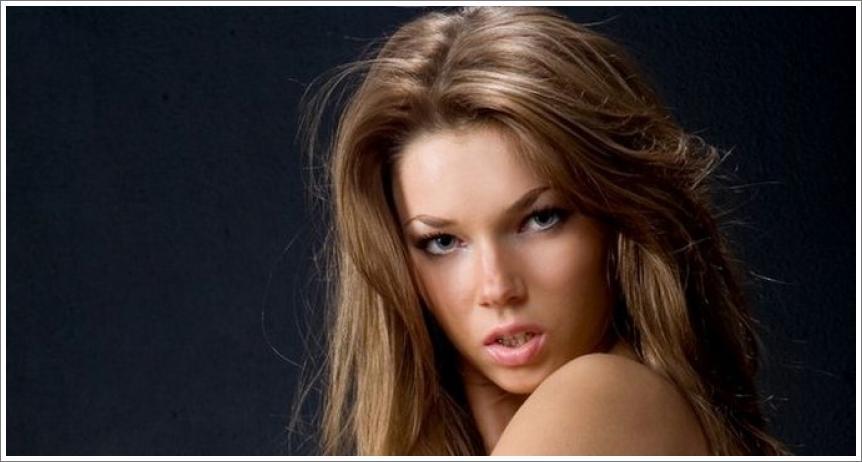 Gola ljepotica Adriana