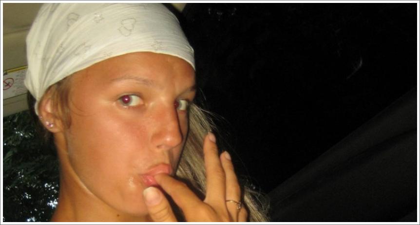 Studentica Masha s bijelom maramom