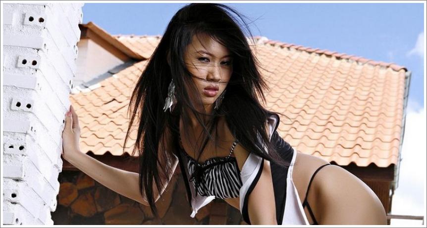 Egzotična Diana Lee