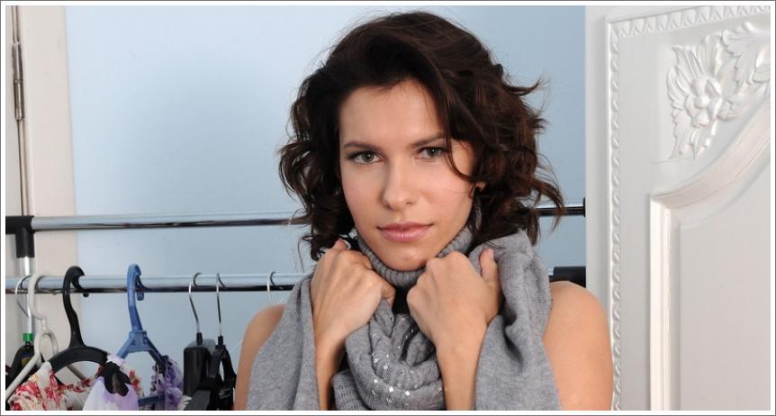 Suzanna isprobava garderobu (HQ)