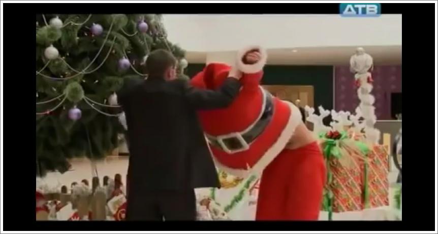 Baš je vruće u ovom kostimu Djeda Mraza