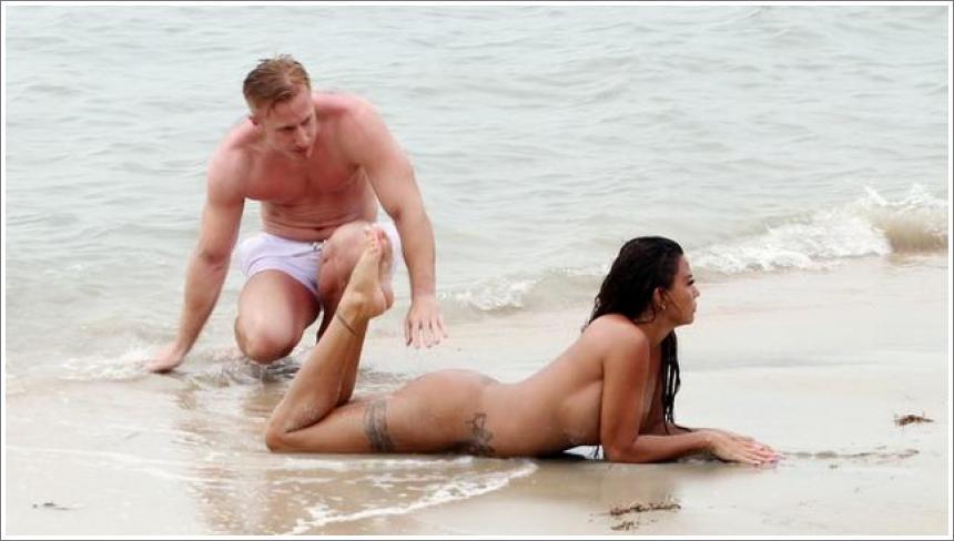 Katie Price gola na plaži №2