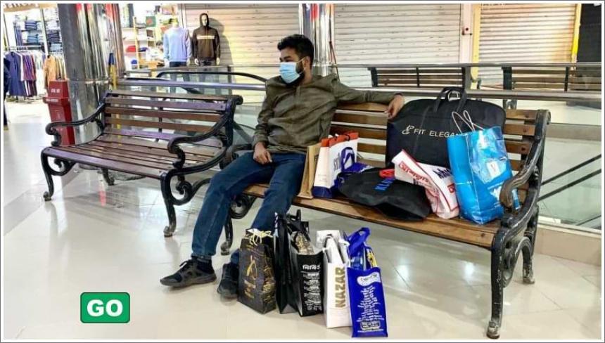 Muškarci koji čekaju supruge tijekom kupovine