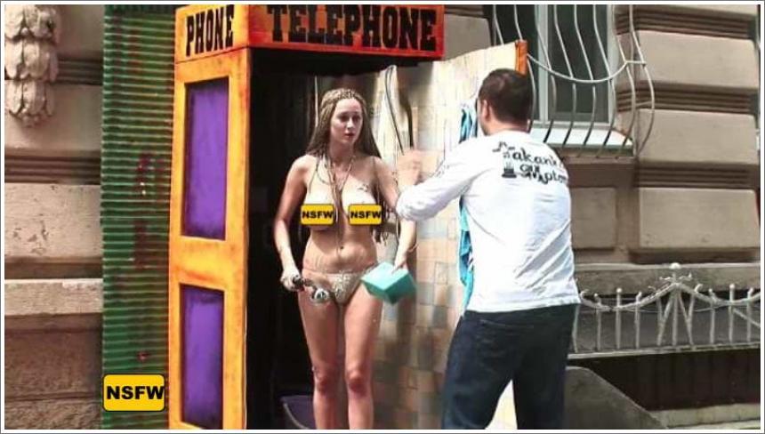 Iznenađenje u telefonskoj govornici