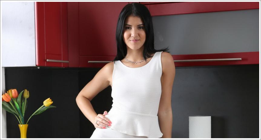 Dama u kuhinji