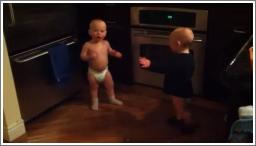 Bebe blizanci razgovaraju PART1