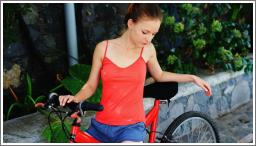 Ljepotica i bicikl (HQ)