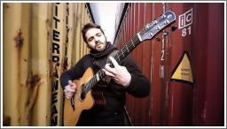 The Prodigy na akustičnoj gitari