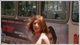 Gole djevojke na javnim mjestima №14