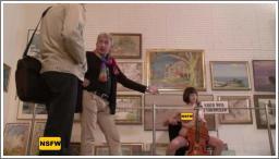 Gola sa violončelom